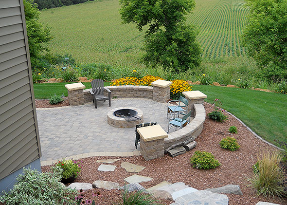 Great ... Backyard Patio With Retaining Wall ...